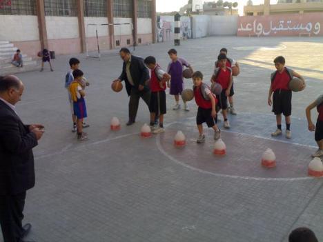 الاستاذ محمد حميده  مع فريقه (سلقين الأنشطة)